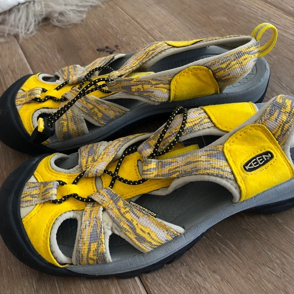 0643b729176 Keen Shoes - Keen Yamhill Yellow Sandy Women s Venice H2 Shoes